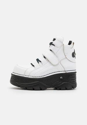 UNISEX - Höga sneakers - white