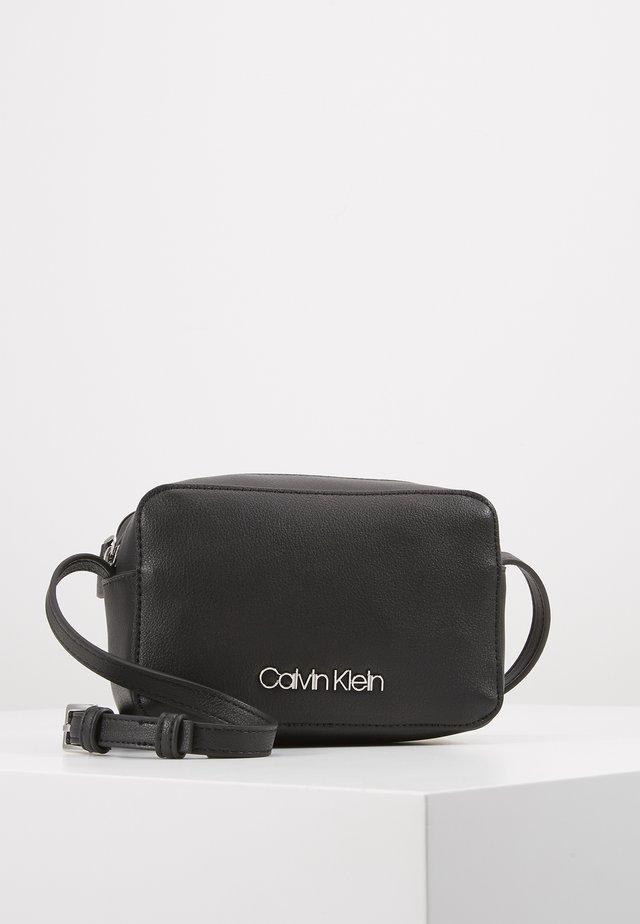 MUST CAMERABAG - Across body bag - black