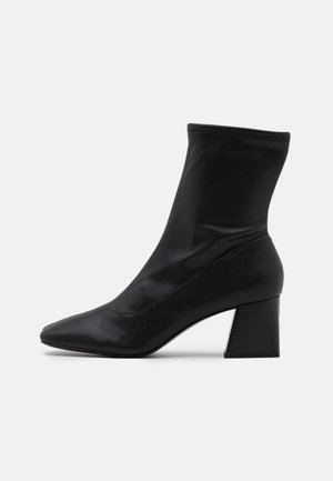 VEGAN LEIA BOOT - Støvletter - black dark