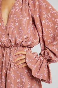 Missguided - PURPOSEFUL PLUNGE FRILL SLEEVES MINI DRESS - Day dress - blush - 6