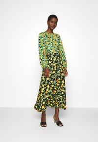 Closet - GATHERED NECK A LINE DRESS - Maxi dress - green - 0