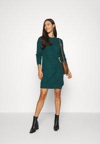 Even&Odd - Strikket kjole - dark green - 1