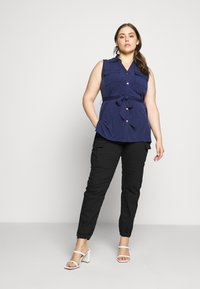 MICHAEL Michael Kors - CARGO - Relaxed fit jeans - black - 1
