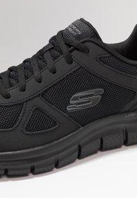 Skechers Sport - TRACK SCLORIC - Baskets basses - black - 5