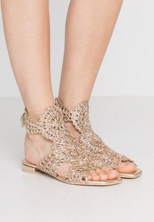 AMI - Ankle cuff sandals - nude/coco