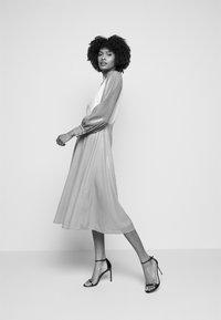 Olivia Rubin - DANNII DRESS - Cocktailkleid/festliches Kleid - multi-coloured - 4