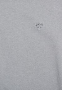 adidas Originals - TEE UNISEX - Basic T-shirt - grey three - 2