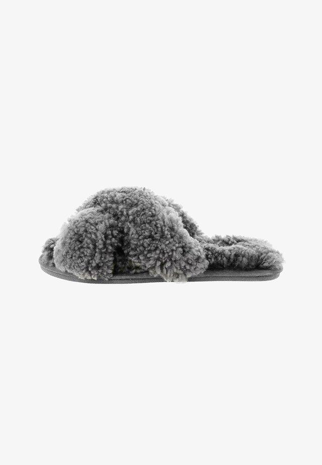 ANILFE  - Matalakantaiset pistokkaat - grey