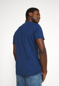 Lyle & Scott - V NECK - T-shirt - bas - indigo - 2