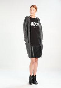Moss Copenhagen - ALVA TEE - Print T-shirt - black/white - 1