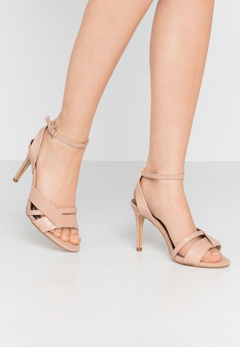 Miss Selfridge Wide Fit - WIDE FIT STELDA HILDA UPDATE - Korolliset sandaalit - nude