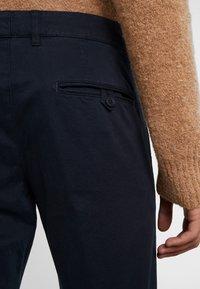 DRYKORN - MAD - Spodnie materiałowe - navy - 5