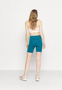 Hummel - HMLFELICITY SEAMLESS SHORTS - Leggings - mykonos blue - 2