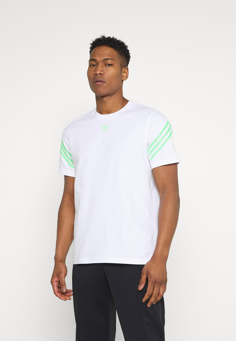 adidas Originals - TEE UNISEX - Print T-shirt - white