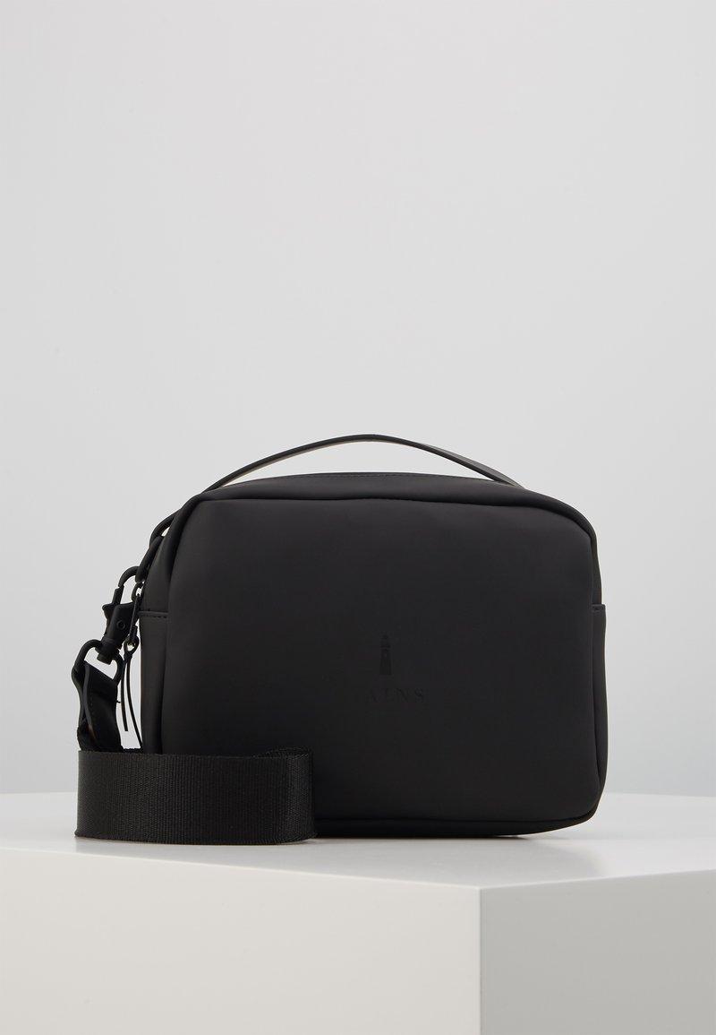 Rains - BOX BAG - Håndveske - black