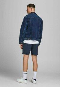 Jack & Jones PREMIUM - JJICONNOR - Shorts - navy blazer - 2