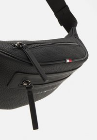 Tommy Hilfiger - ESSENTIAL CROSSBODY UNISEX - Bum bag - black - 3