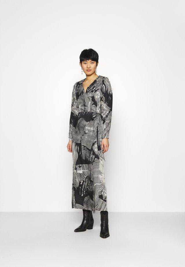 CMBLOSSUM WRAP - Długa sukienka - black