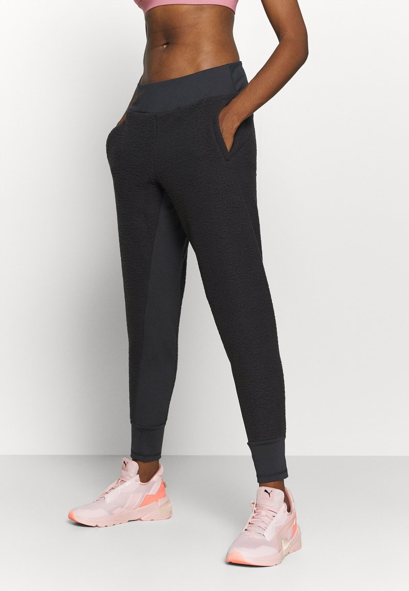 Puma - STUDIO FITTED PANT - Tracksuit bottoms - black