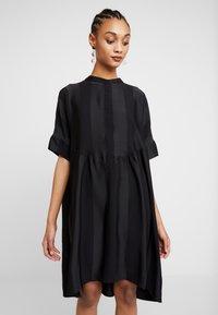 Selected Femme - SLFVIOLA OVERSIZE DRESS - Košilové šaty - black - 0