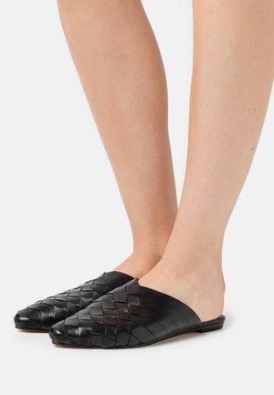 ALEXA  - Sandalias planas - black