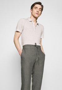 120% Lino - TROUSERS - Pantalon classique - elephant sof fade - 2