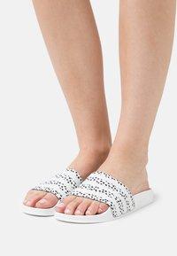 adidas Originals - ADILETTE  - Muiltjes - white - 0