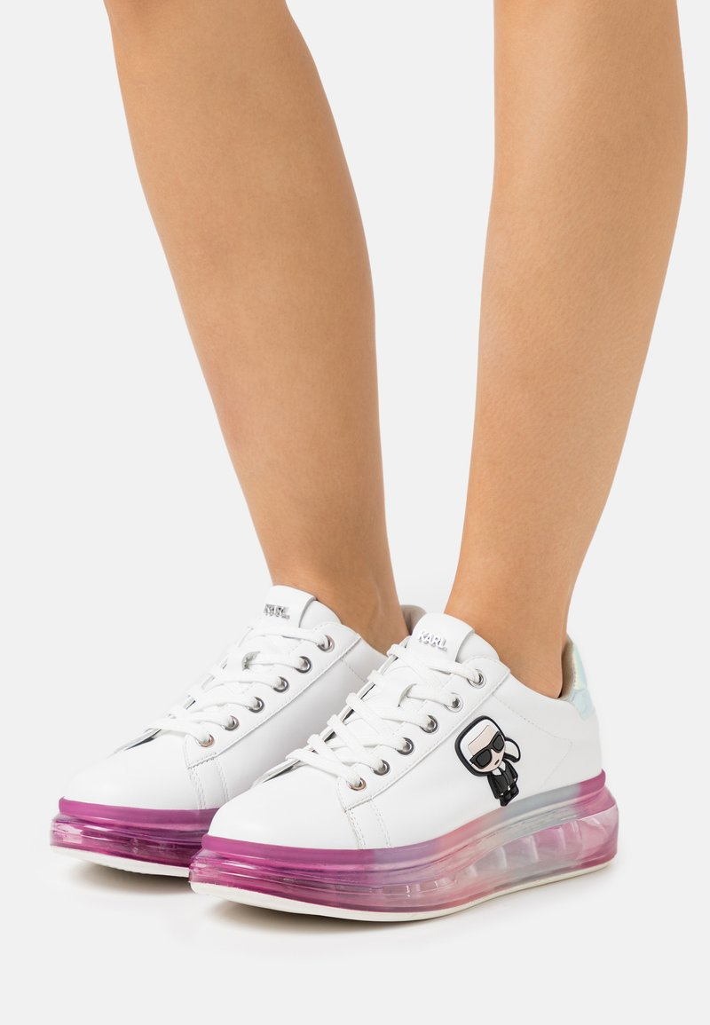 KARL LAGERFELD - KAPRI KUSHION IKONIC LACE - Sneakersy niskie - white/iridescent