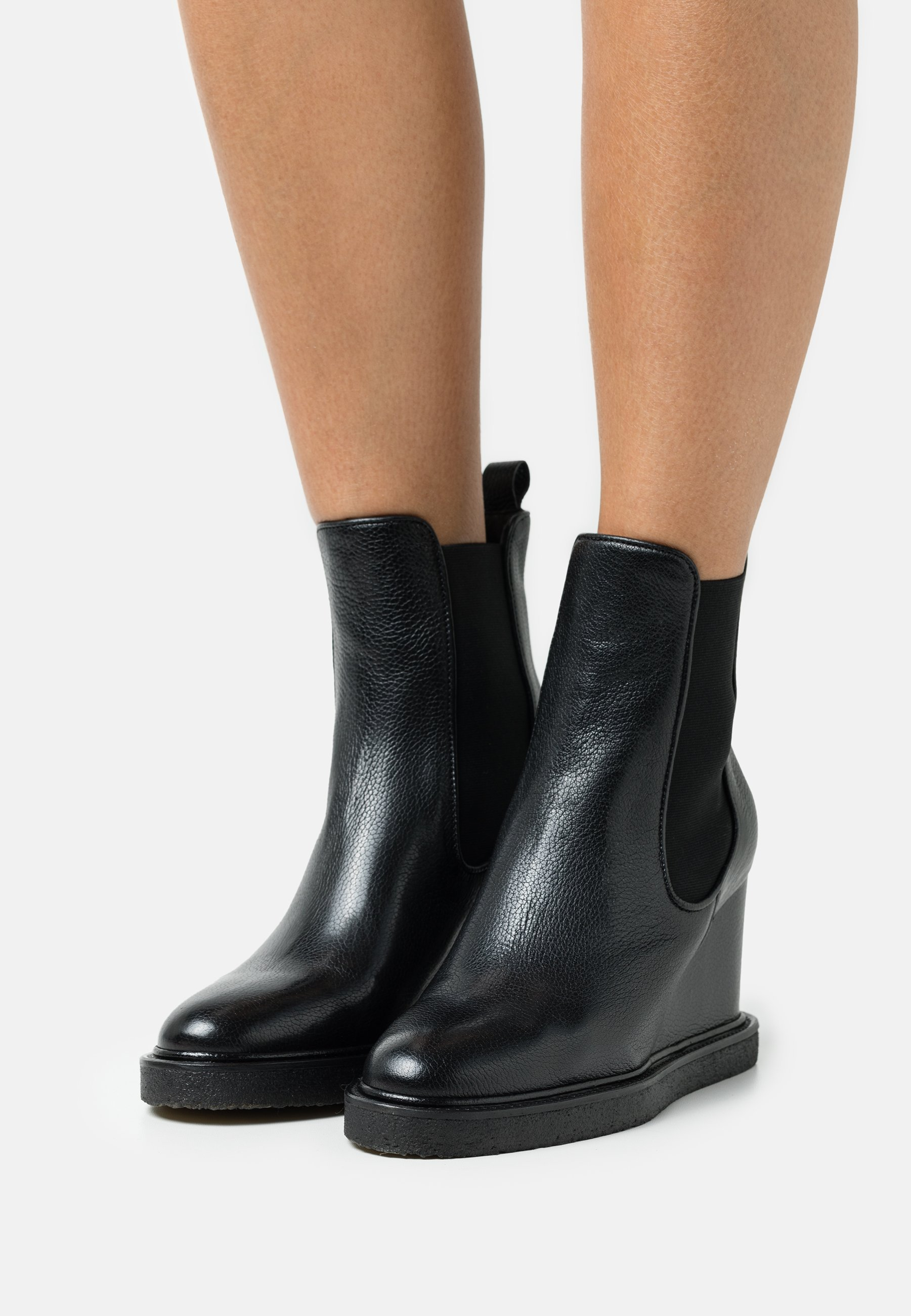 Women Wedge Ankle Boots - black