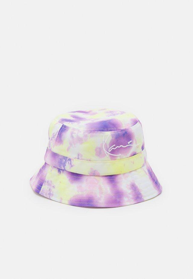 SIGNATURE TIE DYE BUCKET HAT - Klobouk - lilac/yellow