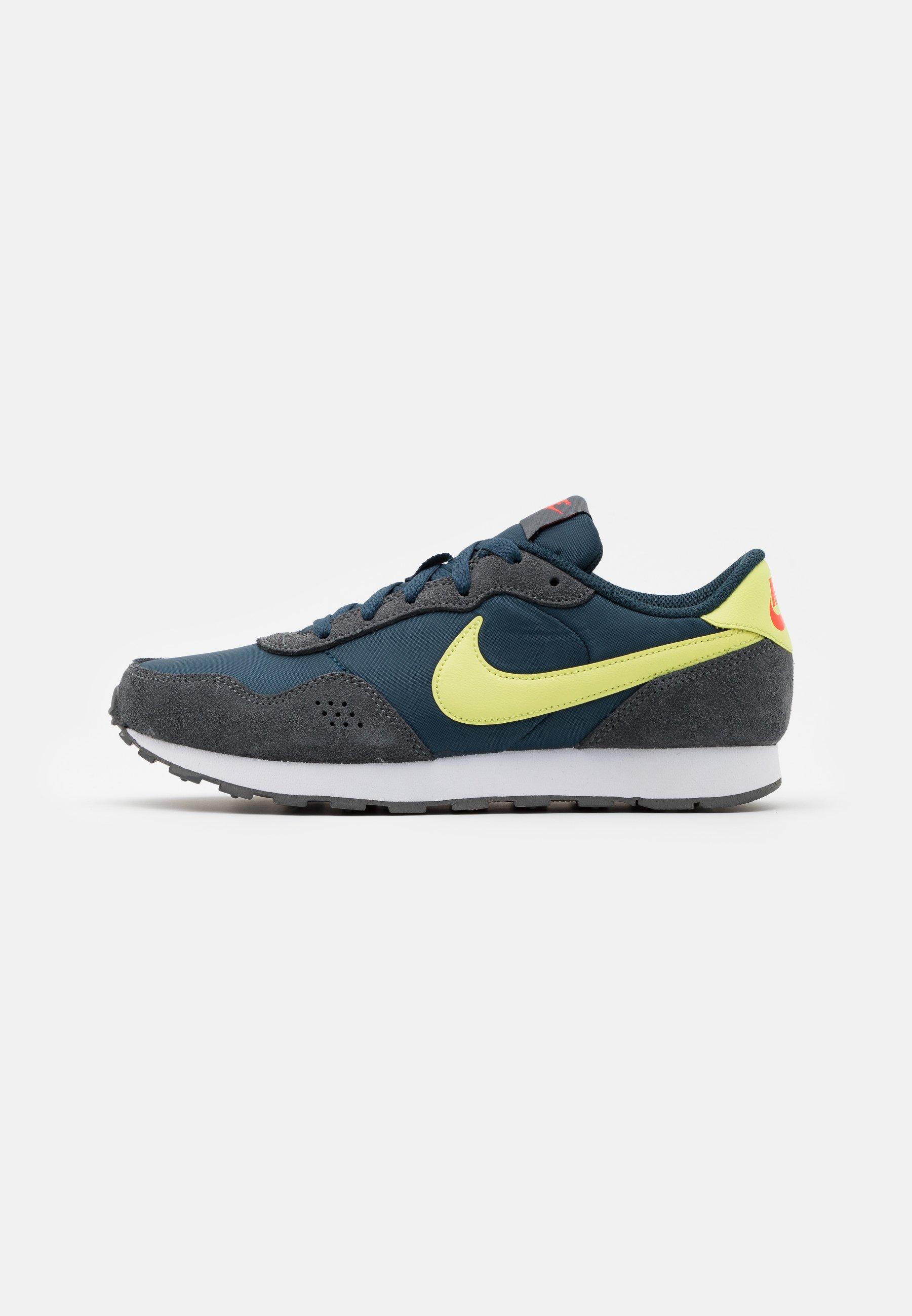 Arcaico Prueba Aspirar  Nike Sportswear VALIANT - Zapatillas - deep ocean/limelight/iron  grey/bright crimson/azul - Zalando.es