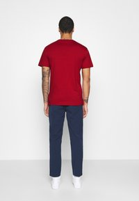 Tommy Jeans - STRAIGHT LOGO TEE - Printtipaita - wine red - 2