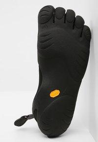 Vibram Fivefingers - CLASSIC - Minimalist running shoes - black - 4