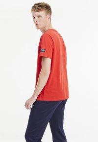 Puma - ATHLETICS  - T-shirt med print - high risk red - 2