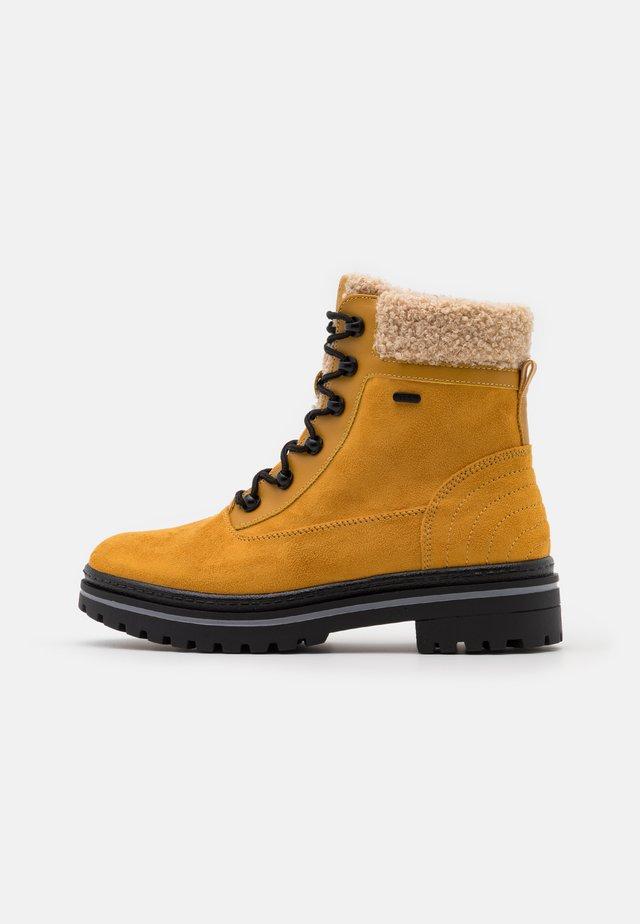 CHESTER TEX  - Snörstövletter - amber yellow