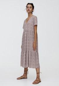 PULL&BEAR - MIT BLUMENPRINT - Maxi dress - brown - 1