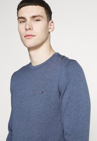 Tommy Hilfiger - CREW NECK - Maglione - blue - 4
