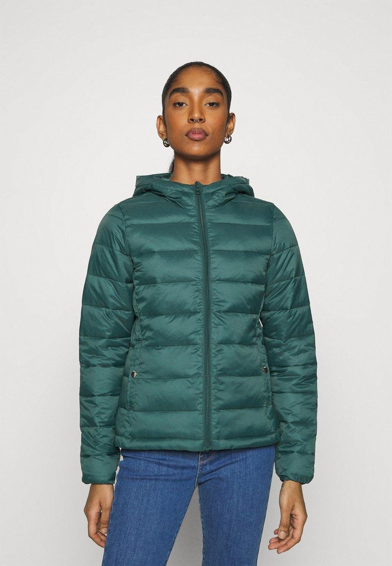 ONLY - ONLSANDIE QUILTED HOOD JACKET - Light jacket - ponderosa pine