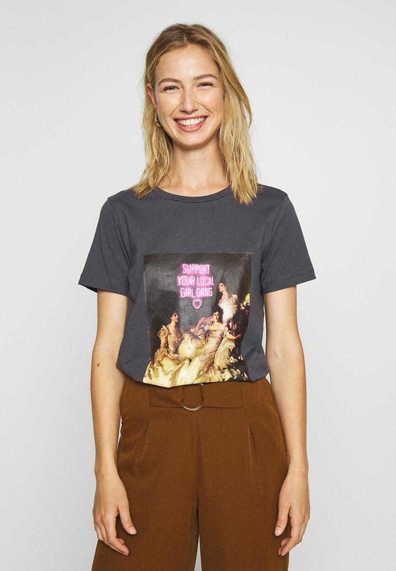 ONLY - ONLGIRLY SQUAD - Print T-shirt - grey
