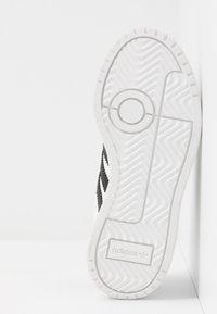adidas Originals - TEAM COURT - Matalavartiset tennarit - footwear white/core black - 5