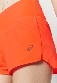 ASICS - ROAD SHORT - Pantaloncini sportivi - flash coral - 4