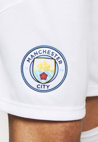 Puma - MANCHESTER CITY REPLICA - Träningsshorts - white/peacoat - 5