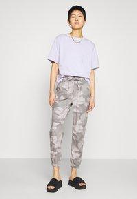 Hollister Co. - DRAPEY - Kalhoty - grey - 1
