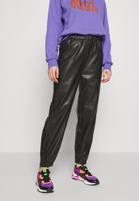 Weekday - DEANNA TROUSER - Trousers - black - 0