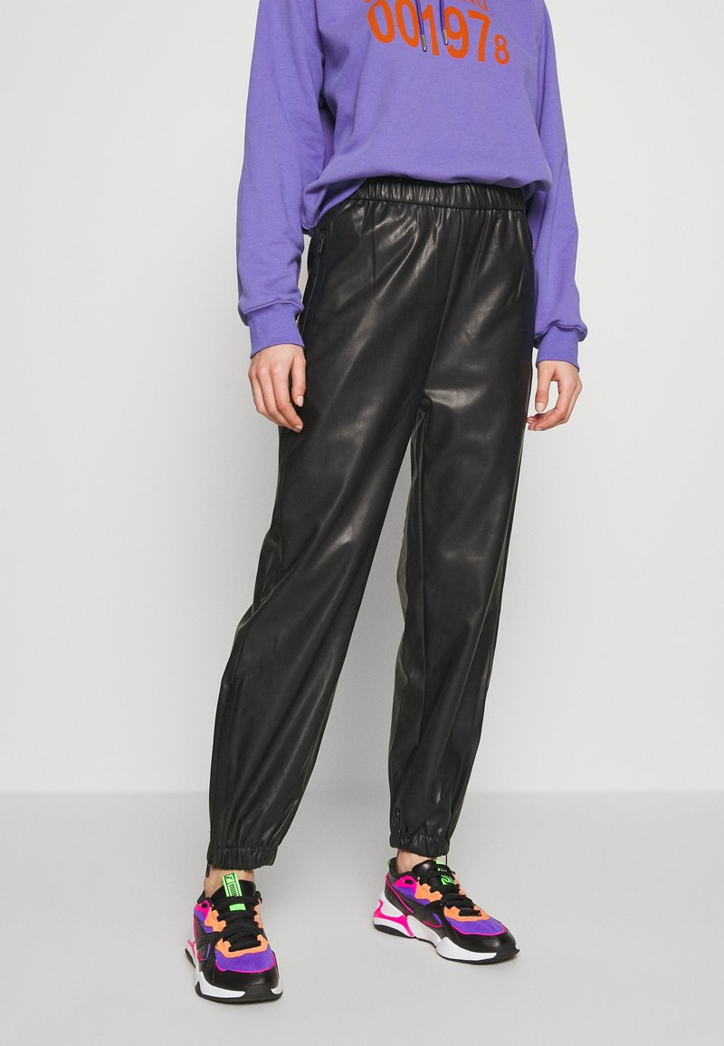 Weekday - DEANNA TROUSER - Trousers - black