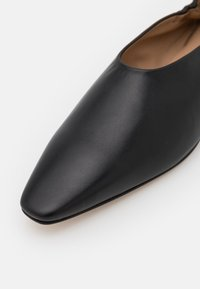 Joseph - POINTY SQUARE - Instappers - black - 6