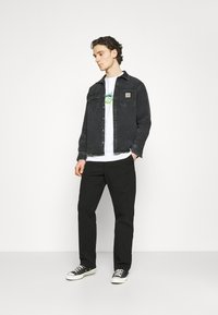 Carhartt WIP - WESLEY PANT NEWCOMB - Džíny Relaxed Fit - black - 1