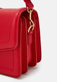 Versace Jeans Couture - SHOULDER BAG - Borsa a mano - rosso - 3