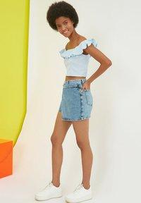 Trendyol - PARENT - Denim shorts - blue - 5