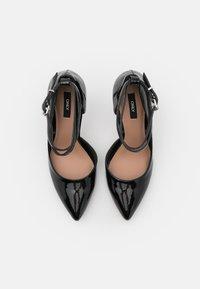 ONLY SHOES - ONLCHLOE CHAIN - Klassiske pumps - black - 5